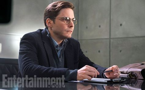 gallery-1461235102-captain-america-civil-war-helmut-zemo