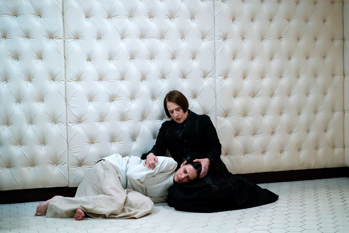 filmpolice-penny-dreadful-season-3-patti-lupone-low-res