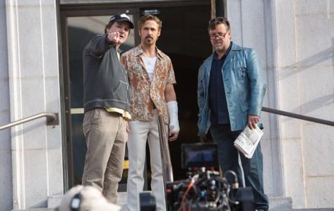 (De izquierda a derecha) Shane Black, Ryan Gosling y Russell Crowe, en el rodaje de 'Dos buenos tipos'. Autor: Daniel McFadden / Warner Bros